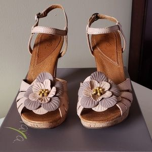 Authentic Naya Wanita Leather Sandal in Natural